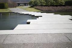 Sentiero per pedoni del canale navigabile sulla città universitaria Immagine Stock