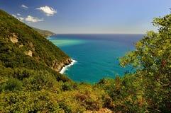 Sentiero per pedoni di Cinque Terre fra la giumenta di Al di Monterosso e Vernazza Immagini Stock