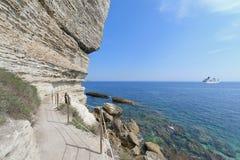 Sentiero per pedoni lungo il litorale di Bonifacio, Corsica Fotografia Stock Libera da Diritti