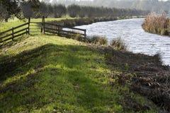 Sentiero per pedoni sulla diga Fotografie Stock Libere da Diritti