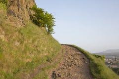 Sentiero per pedoni sulle rupe di Salisbury, parco di Holyrood, Edimburgo immagine stock