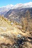 Sentiers de randonnée au-dessus de Zermatt Photos libres de droits