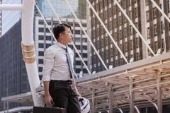 Sentiment asiatique d'affaires plein d'espoir et recherchant l'avenir Images libres de droits