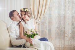 Sentiment de marié de jeune mariée Photographie stock