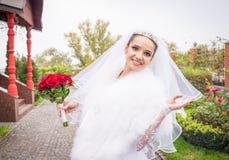 Sentimentos alegres puros de uma noiva feliz Fotos de Stock Royalty Free