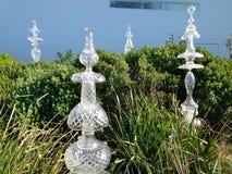 Sentinals på skulptur vid havet Royaltyfri Bild