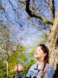 Sentindo a luz solar em sua face Foto de Stock Royalty Free