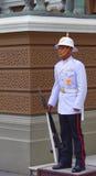 Sentinella sulla posta, grande palazzo, Bangkok, Tailandia Immagini Stock Libere da Diritti
