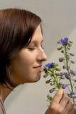 Sentire l'odore del fiore Immagine Stock Libera da Diritti