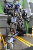 Sentosa, SINGAPUR - 12 de abril de 2016: Modelo f del robot de la prima de Optimus Imagenes de archivo