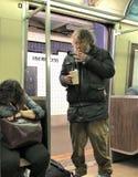 Senzatetto sulla metropolitana fotografia stock libera da diritti