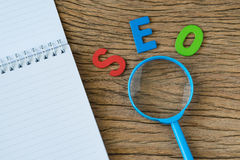 SEO搜索引擎作为五颜六色的字母表abbr的优化概念 库存图片