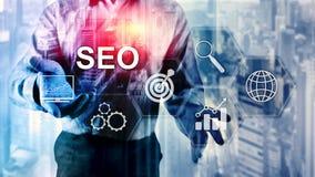 SEO -搜索引擎优化、数字式营销和互联网技术概念在被弄脏的背景 图库摄影