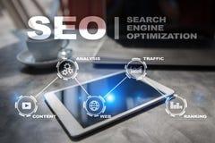 SEO Begriffsbild mit Schlüsselwortwolke um SEO Zeichen Digital-Online-Marketings-Technologiekonzept stock abbildung