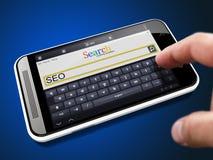 SEO en cadena de búsqueda en Smartphone Imagen de archivo libre de regalías