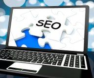 SEO en la computadora portátil muestra la optimización del Search Engine Imagenes de archivo