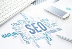 Seo-Geschäftskonzeptwolkendiagramm-Druckdokument, Tastatur, sperren a ein Stockfotos