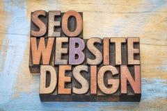 SEO och abstrakt begrepp för websitedesignord i wood typ Arkivfoto