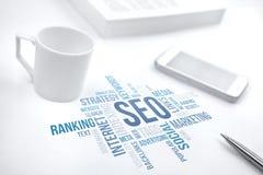 Seo, optimisation de moteur de recherche, nuage de mot de concept d'affaires photos libres de droits