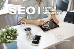 Seo Optimisation de Search Engine Concept de technologie d'andInetrmet de marketing en ligne de Digital Photo stock