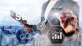 SEO - Optimización del Search Engine, márketing de Digitaces y concepto de la tecnología de Internet en fondo borroso libre illustration