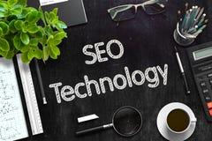 SEO Technology Concept op Zwart Bord het 3d teruggeven Stock Fotografie