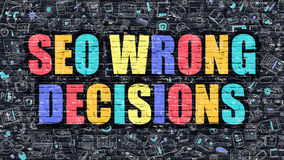 SEO Wrong Decisions na parede de tijolo escura Fotografia de Stock Royalty Free