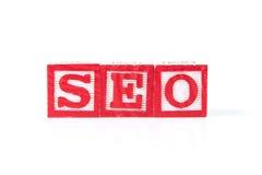 SEO wyszukiwarki optymalizacja - abecadła dziecka bloki na bielu Obraz Stock