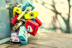 SEOEL - MAART 28: Liefdehangsloten bij de Toren van N Seoel Stock Afbeelding