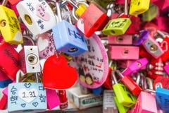 SEOEL - MAART 28: Liefdehangsloten bij de Toren van N Seoel Royalty-vrije Stock Fotografie