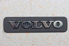 Seoel - 04 27 19: Volvo-teken op een concreet muurclose-up royalty-vrije stock foto