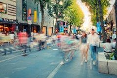 SEOEL, ZUID-KOREA - AUGUSTUS 14, 2015: Mensen die door Insadong-straat lopen - herinnering en toeristengebied van Seoel, Zuid-Kor Royalty-vrije Stock Foto