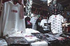 Seoel, Zuid-Korea - 08 05 18: de kleding van de straatbox Opperst in Azië royalty-vrije stock afbeeldingen