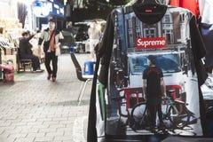 Seoel, Zuid-Korea - 08 05 18: de kleding van de straatbox Opperst in Azië stock foto's