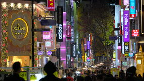 Seoel, Zuid-Korea - Januari 2016: Myeong-dong het winkelen district stock videobeelden