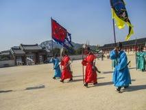 Seoel, Zuid-Korea, Oktober 2012: Ceremonie van Poortwacht Change dichtbij het Gyeongbokgung-Paleis in de stad van Seoel, Zuid-Kor Royalty-vrije Stock Afbeelding