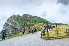 Seongsan Ilchulbong, también llamado Sunrise Peak y que es un Wor fotografía de archivo libre de regalías