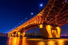 Seongsu bro på nigth i seoul Arkivbild