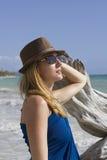 Señora agradable en la playa Imagen de archivo