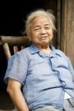 Señora china mayor en Daxu Imagen de archivo