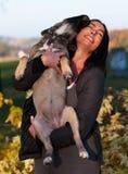 Señora joven hermosa con su perro Fotos de archivo libres de regalías