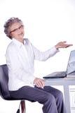 Señora mayor en el ordenador Imágenes de archivo libres de regalías