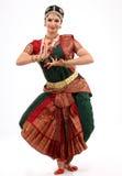 Señora que realiza danza del bharatanatyam Imagen de archivo libre de regalías