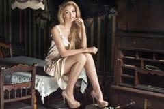 Señora rubia atractiva romántica Imágenes de archivo libres de regalías