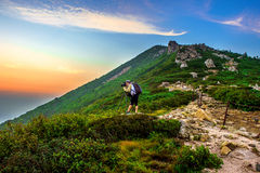SEORAKSAN, COREA - 7 AGOSTO: Turisti che prendono le foto Immagine Stock