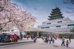 SEOUL - APRIL 12, 2015: Gyeongbokgung slott i våren, April 12 Royaltyfria Bilder