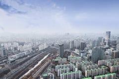 Seoul cityscapes, horisont, höga löneförhöjningkontorsbyggnader och skyscr royaltyfri bild