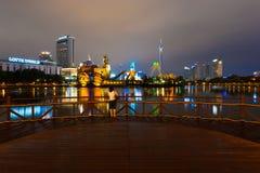 Plataforma Seoul Coreia do parque de diversões do mundo de Lotte da mulher Imagens de Stock