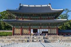 Seoul, Coreia do Sul - cerca do setembro de 2015: Salão de Injeong-jeon no complexo do palácio de Changdeokgung em Seoul Imagens de Stock