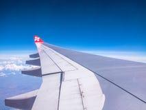 SEOUL COREIA DO SUL 18 DE ABRIL DE 2018: AirAsia aplana o voo no céu sobre o aeroporto internacional de Incheon, Seoul o 18 de ab Foto de Stock Royalty Free